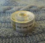 Szabó centi műanyag tokban, 150cm